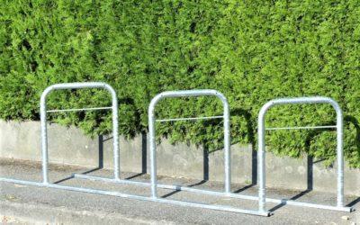 Rack d'arceaux vélos en épis soudés (et non assemblés) sur rails